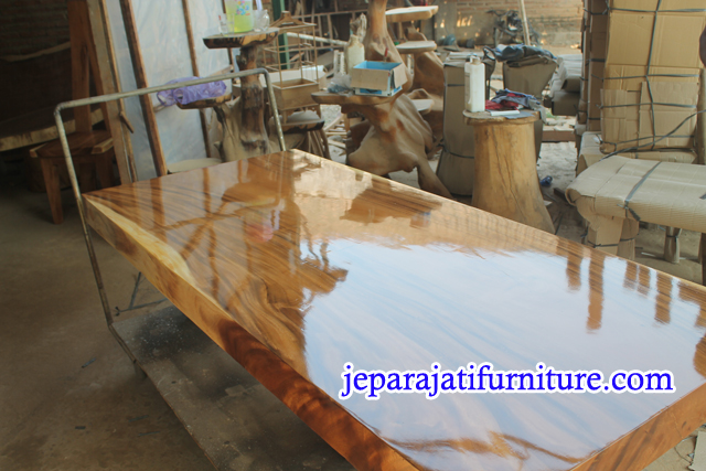 Jual Meja Kayu Trembesi Finishing Gloss PU